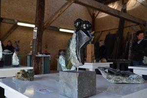 Expositie van beeldhouwwerken van cursisten